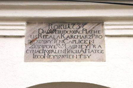 Kaplica dzwonnica Kąty Opolskie tablica z inskrypcją1.jpeg