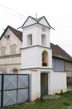 Kaplica dzwonnica Kąty Opolskie.jpeg