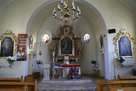 Przywory Kościól Ołtarz główny.jpeg