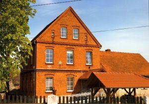Raszowa Szkoła z cegły wraz z Izbą tradycji.jpeg